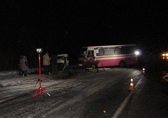 На Хмельниччині у ДТП  за участі маршрутного автобуса загинули люди (ФОТО, ОНОВЛЕНО), фото-2