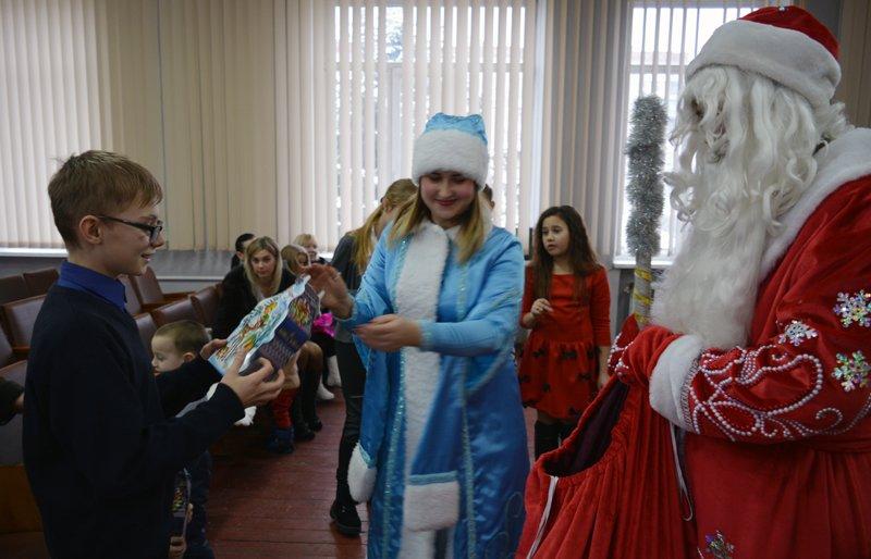 Детей правоохранителей Покровска поздравили с новогодними праздниками, фото-10