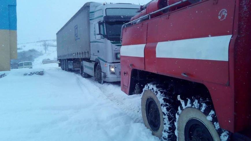 Як на Закарпатті автівки зі сніжного полону рятували: фото, фото-2