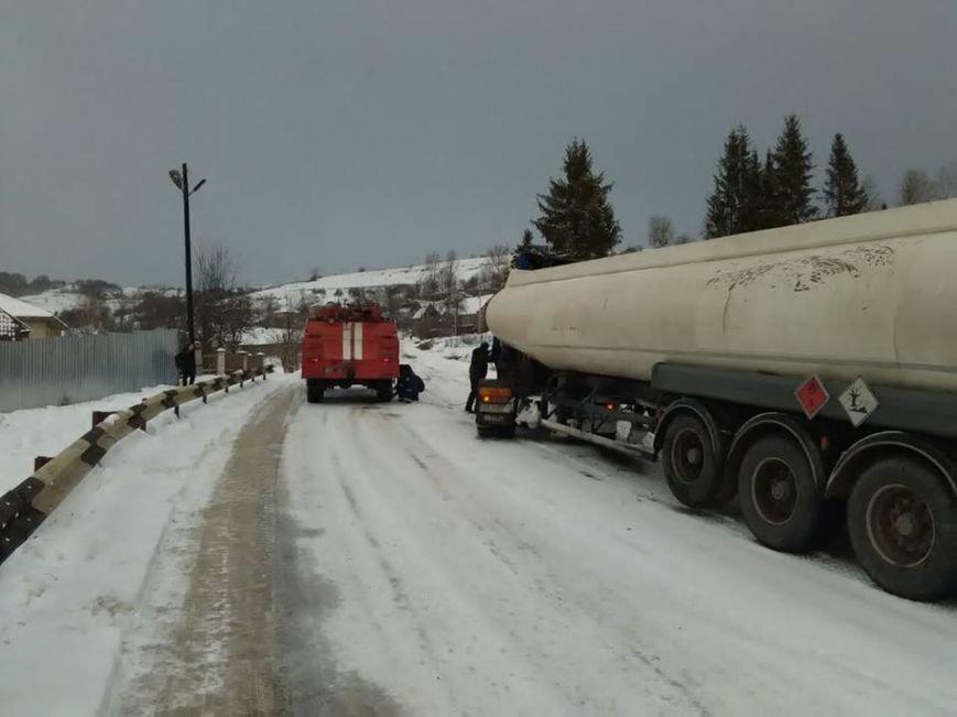 Як на Закарпатті автівки зі сніжного полону рятували: фото, фото-1