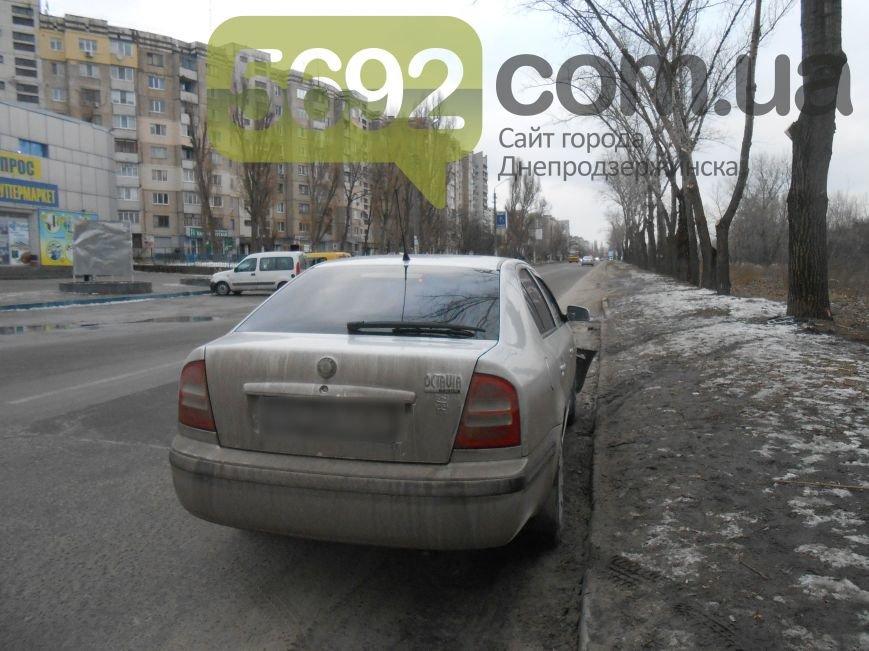 В Каменском в ДТП на проспекте Металлургов автомобиль врезался в дерево, фото-6