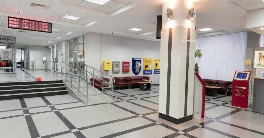Після ремонту ужгородська мерія нагадуватиме банк з турнікетами та ліфтом, фото-4