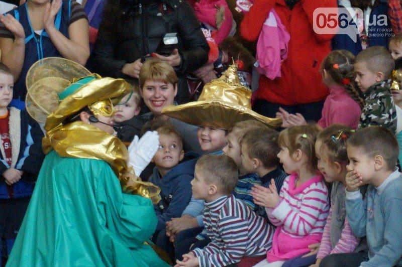 """Маленьким криворожанам в """"поселке Ильича"""" подарили подарки и новогоднюю сказку (ФОТО), фото-11"""