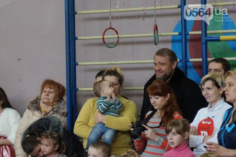 """Маленьким криворожанам в """"поселке Ильича"""" подарили подарки и новогоднюю сказку (ФОТО), фото-15"""