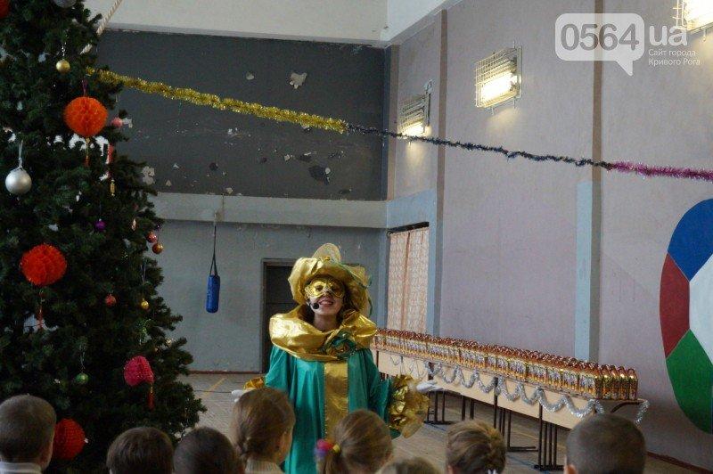 """Маленьким криворожанам в """"поселке Ильича"""" подарили подарки и новогоднюю сказку (ФОТО), фото-13"""