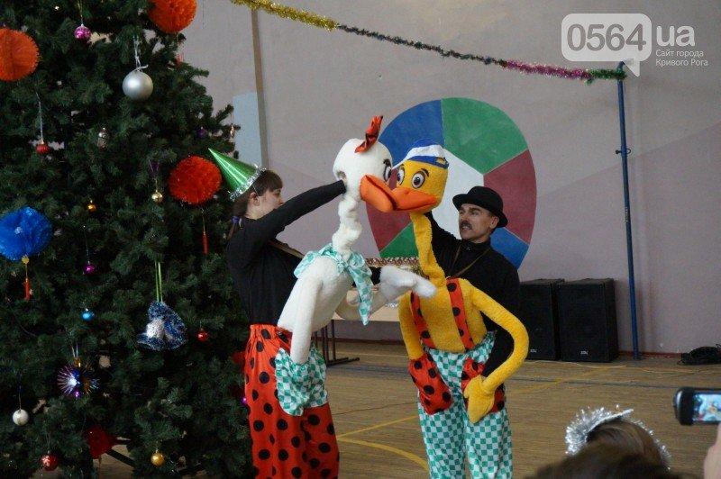 """Маленьким криворожанам в """"поселке Ильича"""" подарили подарки и новогоднюю сказку (ФОТО), фото-12"""