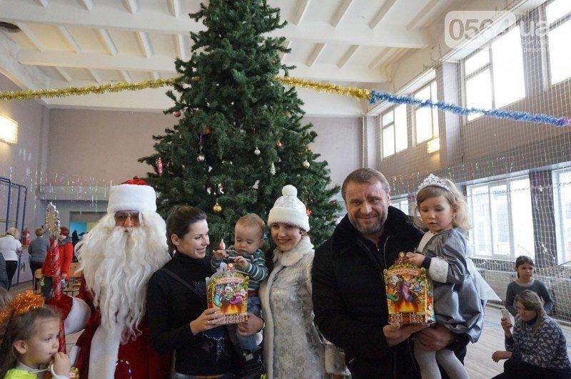 """Маленьким криворожанам в """"поселке Ильича"""" подарили подарки и новогоднюю сказку (ФОТО), фото-24"""