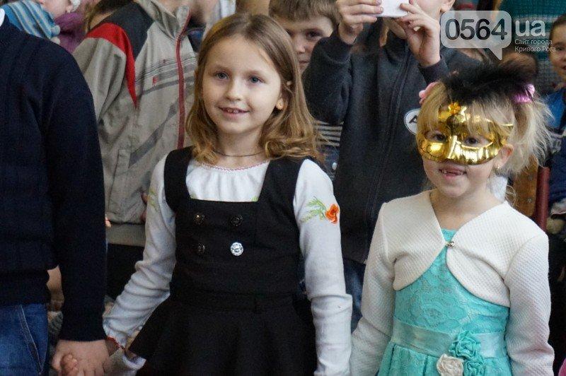 """Маленьким криворожанам в """"поселке Ильича"""" подарили подарки и новогоднюю сказку (ФОТО), фото-7"""