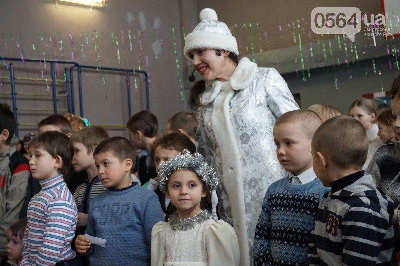 """Маленьким криворожанам в """"поселке Ильича"""" подарили подарки и новогоднюю сказку (ФОТО), фото-16"""
