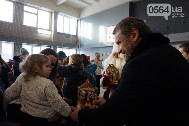 """Маленьким криворожанам в """"поселке Ильича"""" подарили подарки и новогоднюю сказку (ФОТО), фото-23"""