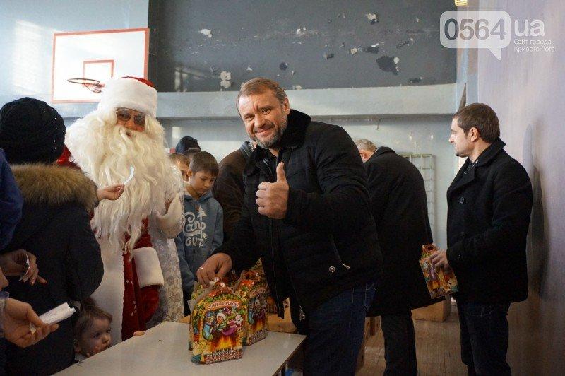 """Маленьким криворожанам в """"поселке Ильича"""" подарили подарки и новогоднюю сказку (ФОТО), фото-22"""