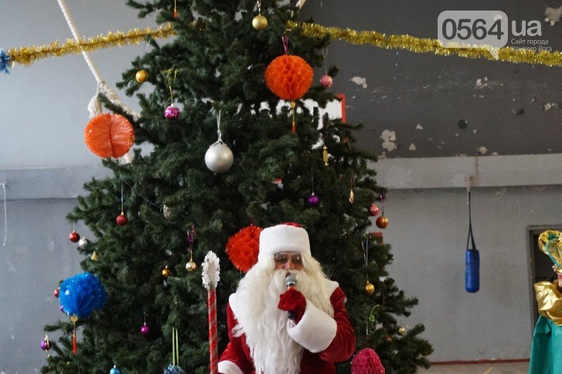 """Маленьким криворожанам в """"поселке Ильича"""" подарили подарки и новогоднюю сказку (ФОТО), фото-14"""