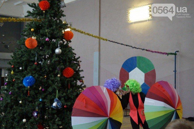 """Маленьким криворожанам в """"поселке Ильича"""" подарили подарки и новогоднюю сказку (ФОТО), фото-9"""