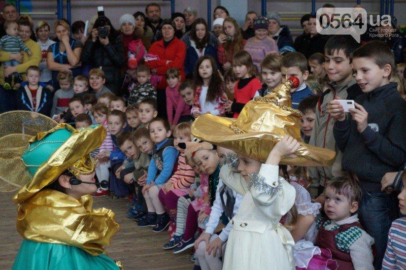 """Маленьким криворожанам в """"поселке Ильича"""" подарили подарки и новогоднюю сказку (ФОТО), фото-10"""