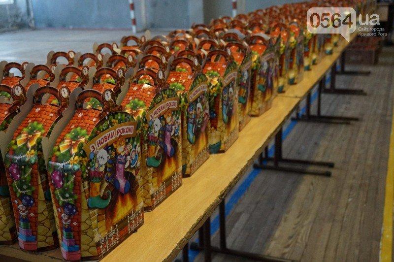 """Маленьким криворожанам в """"поселке Ильича"""" подарили подарки и новогоднюю сказку (ФОТО), фото-2"""