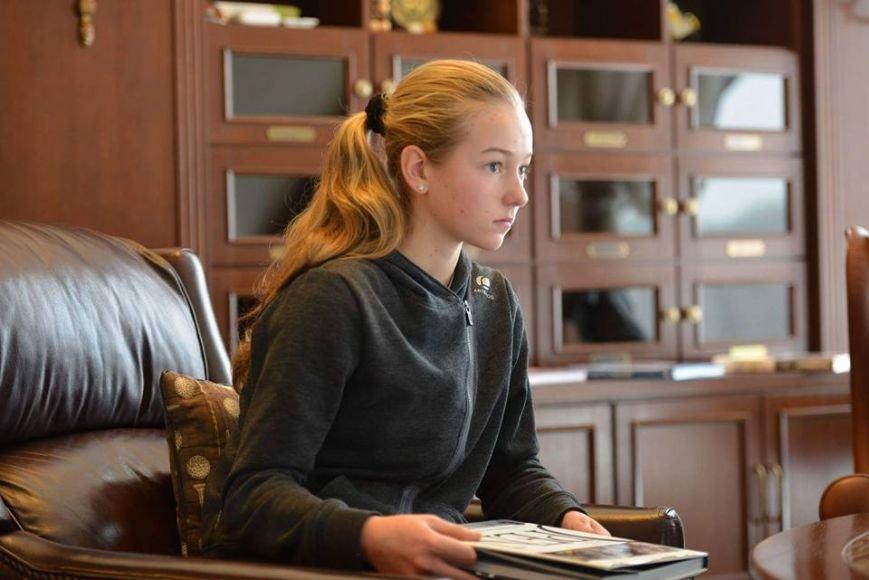С юной криворожанкой подписали контракт и забрали в Харьков, фото-1