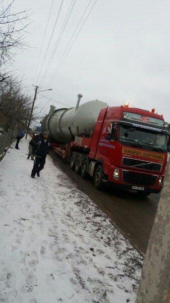Тернопільщиною провезли дивну конструкцію, схожу на ракету (Фото, відео), фото-1