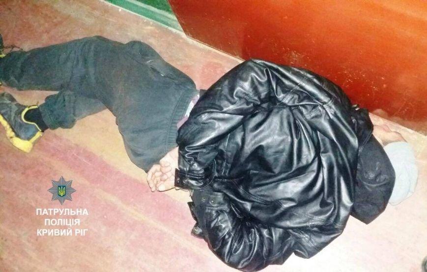 В Кривом Роге подъезд многоэтажного дома превратили в наркопритон (ФОТО), фото-1