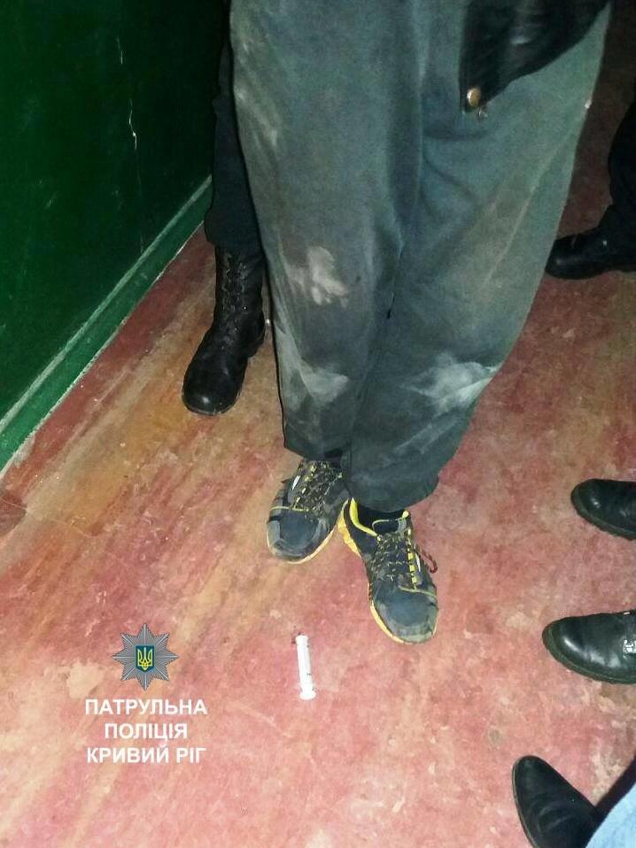 В Кривом Роге подъезд многоэтажного дома превратили в наркопритон (ФОТО), фото-4