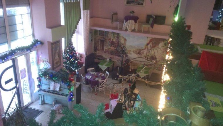 В Ялте выбрали лучшую Новогоднюю витрину, фото-2