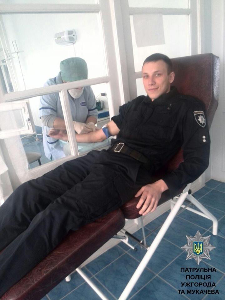 Ужгородські патрульні здали кров: фото, фото-1