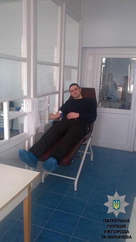 Ужгородські патрульні здали кров: фото, фото-3