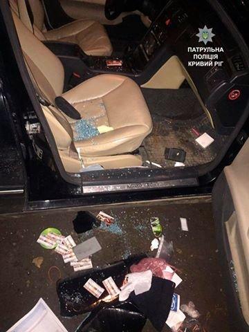 """Криворожане разбили и обокрали """"Mercedes"""", но не успели сбежать (ФОТО), фото-2"""