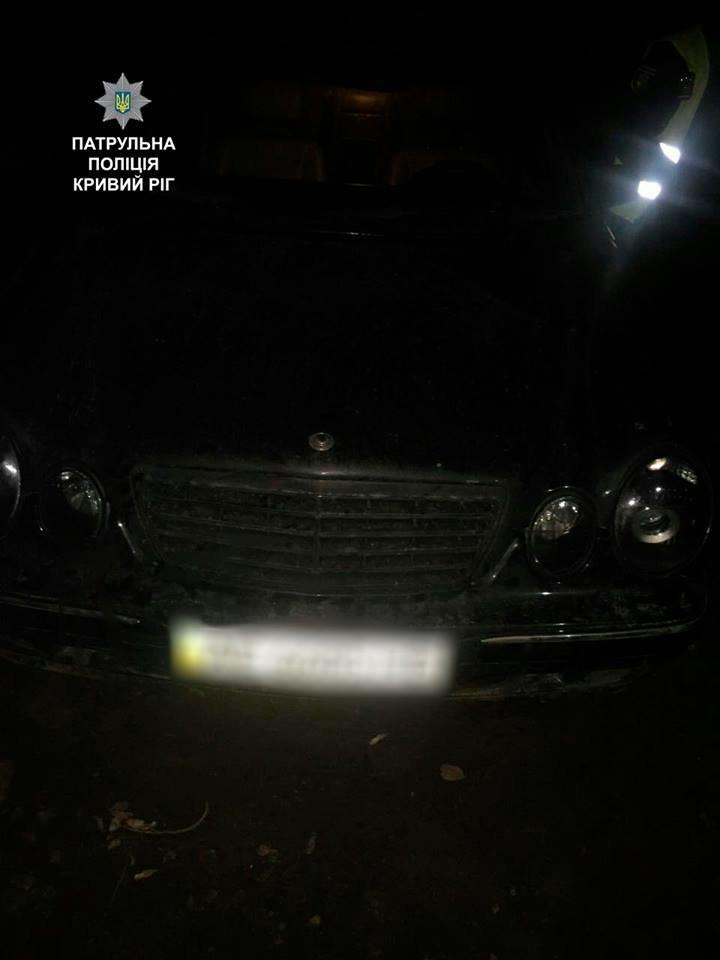 """Криворожане разбили и обокрали """"Mercedes"""", но не успели сбежать (ФОТО), фото-1"""