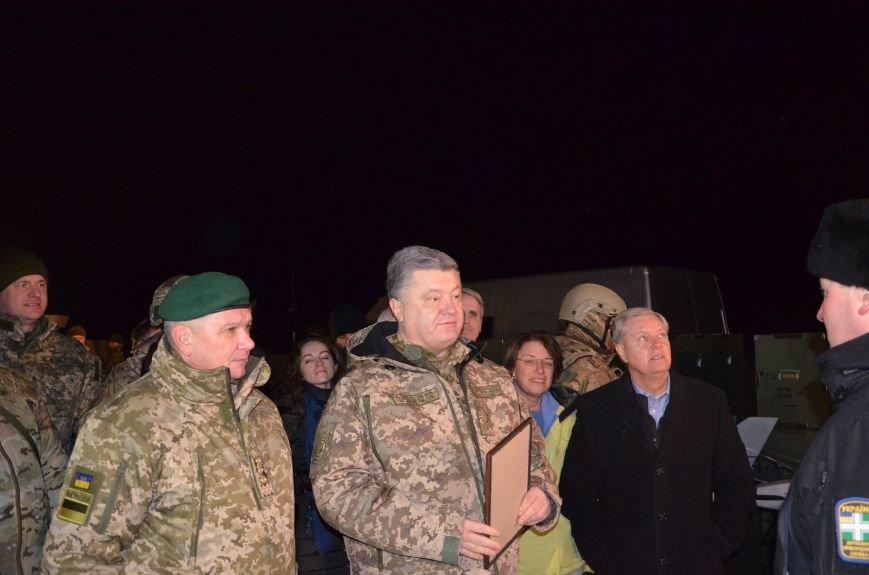 Президент Украины вручил подарок Донецкому погранотряду  в Мариуполе и останется встречать Новый год с военными (ФОТО+ВИДЕО+ДОПОЛНЕНО), фото-2
