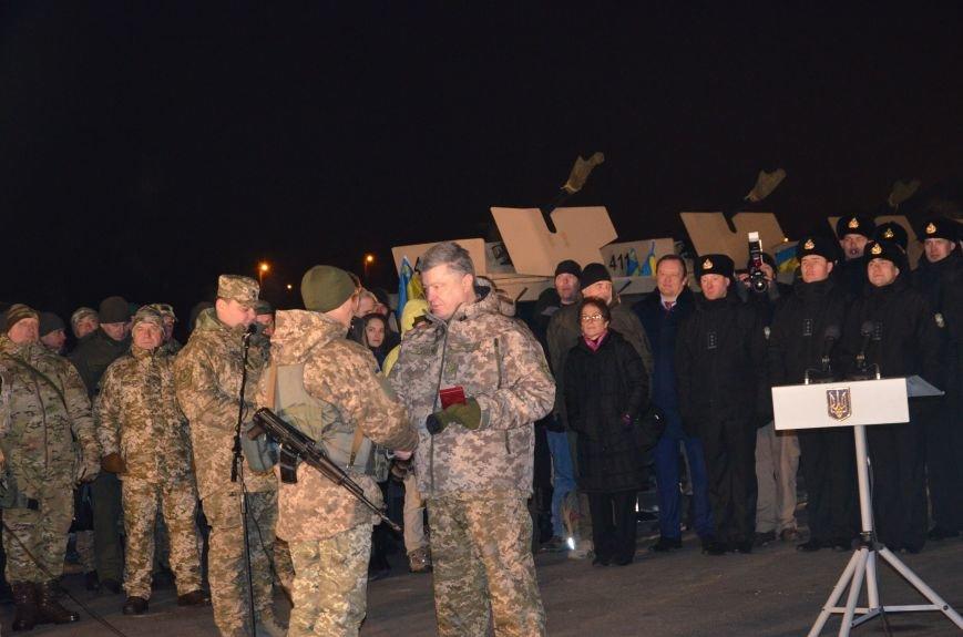 Президент Украины вручил подарок Донецкому погранотряду  в Мариуполе и останется встречать Новый год с военными (ФОТО+ВИДЕО+ДОПОЛНЕНО), фото-12