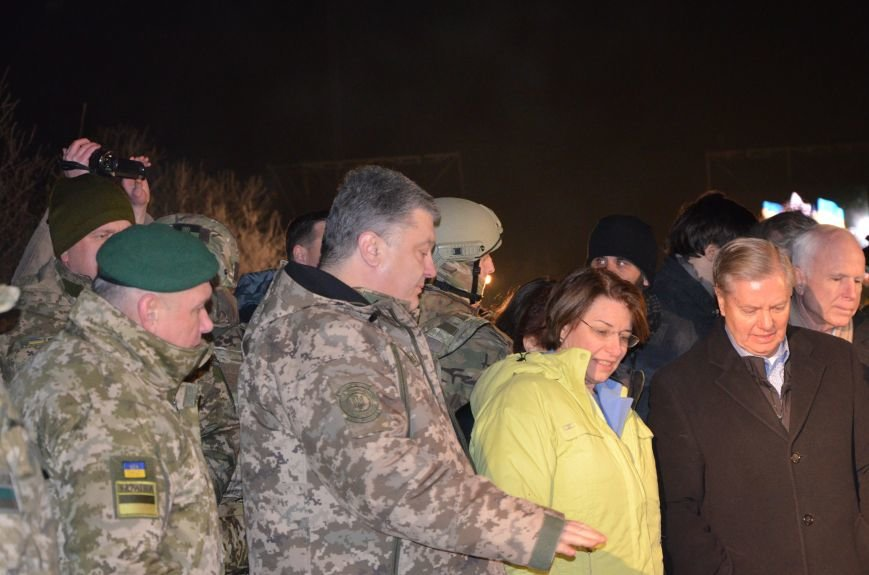Президент Украины вручил подарок Донецкому погранотряду  в Мариуполе и останется встречать Новый год с военными (ФОТО+ВИДЕО+ДОПОЛНЕНО), фото-1