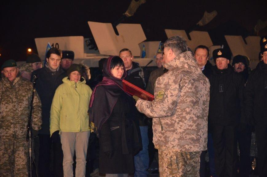 Президент Украины вручил подарок Донецкому погранотряду  в Мариуполе и останется встречать Новый год с военными (ФОТО+ВИДЕО+ДОПОЛНЕНО), фото-11