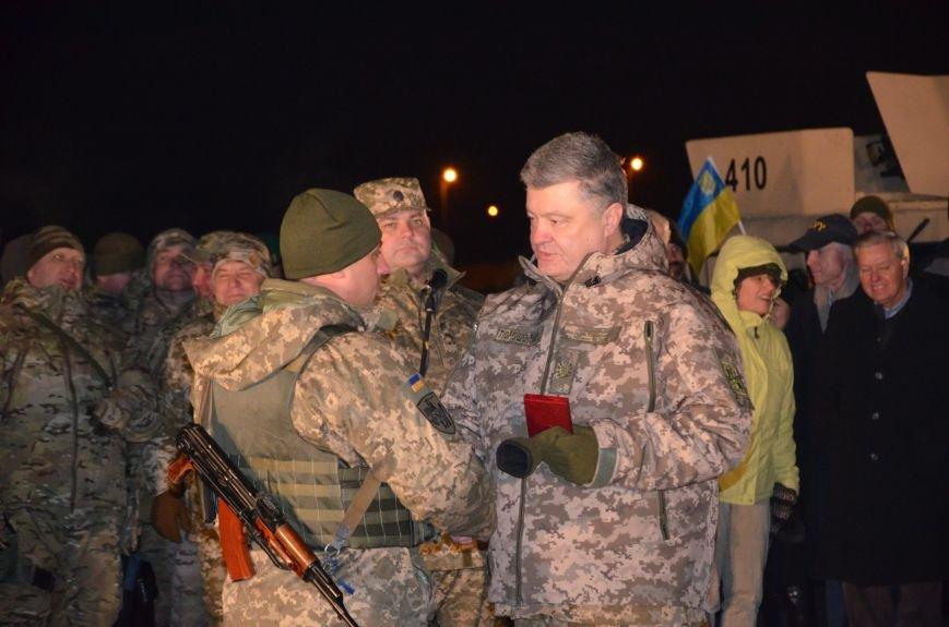 Президент Украины вручил подарок Донецкому погранотряду  в Мариуполе и останется встречать Новый год с военными (ФОТО+ВИДЕО+ДОПОЛНЕНО), фото-13