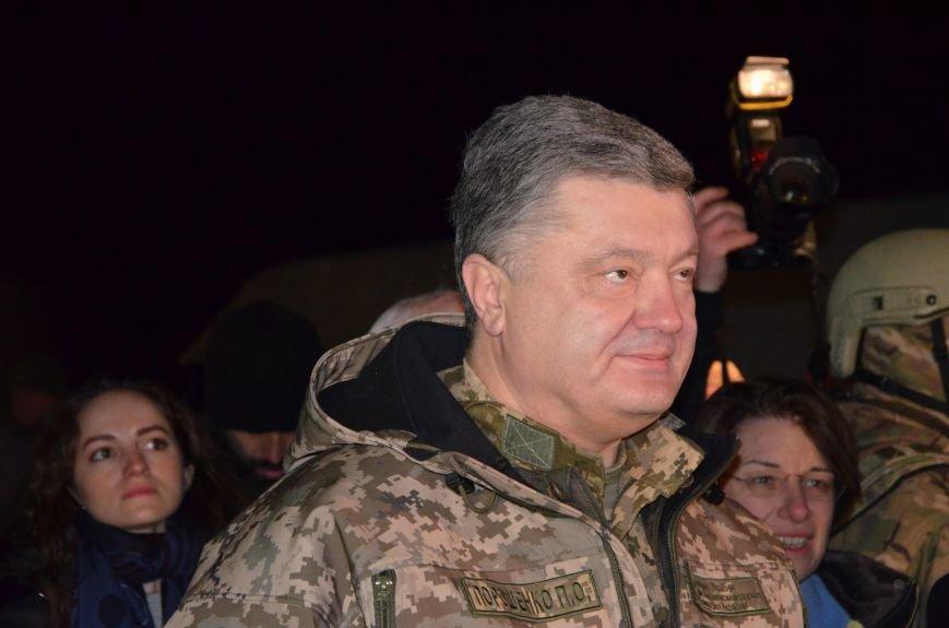 Президент Украины вручил подарок Донецкому погранотряду  в Мариуполе и останется встречать Новый год с военными (ФОТО+ВИДЕО+ДОПОЛНЕНО), фото-3
