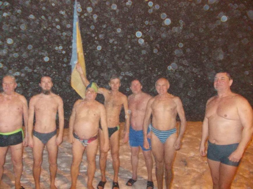 В Бердянске экстремалы провели традиционный Новогодний заплыв, фото-1