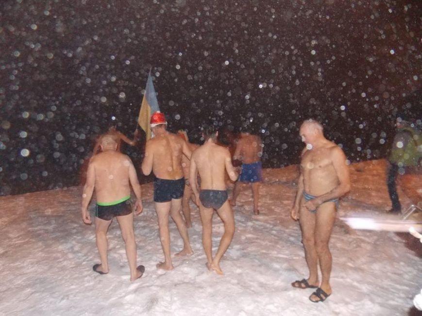 В Бердянске экстремалы провели традиционный Новогодний заплыв, фото-2
