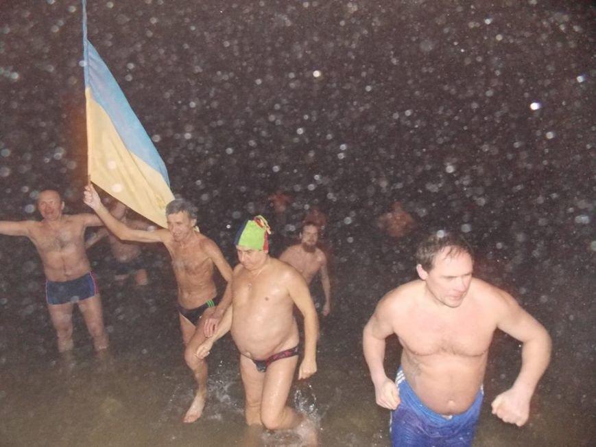 В Бердянске экстремалы провели традиционный Новогодний заплыв, фото-4