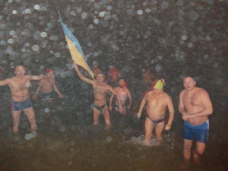 В Бердянске экстремалы провели традиционный Новогодний заплыв, фото-3
