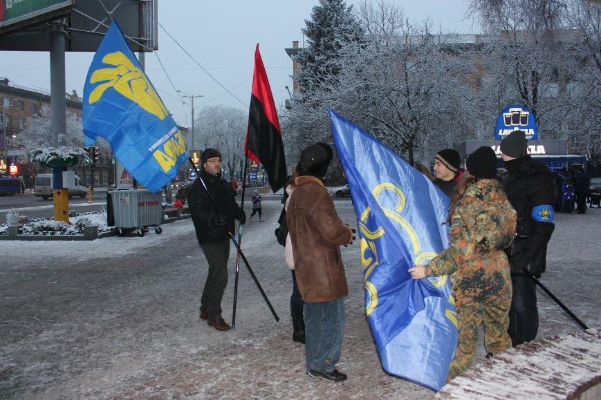 В Запорожье факельным шествием отметили День рождения Бандеры, - ФОТОРЕПОРТАЖ, фото-1