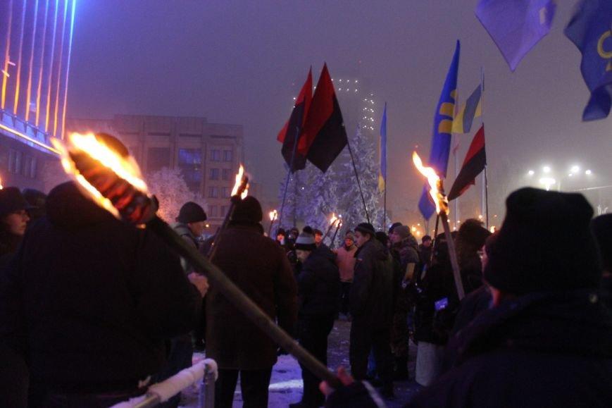 В Запорожье факельным шествием отметили День рождения Бандеры, - ФОТОРЕПОРТАЖ, фото-25
