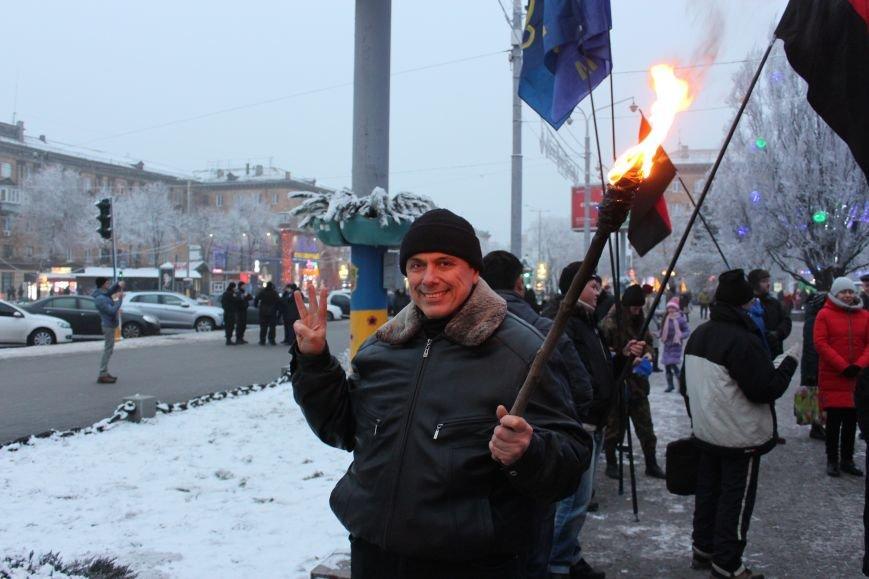 В Запорожье факельным шествием отметили День рождения Бандеры, - ФОТОРЕПОРТАЖ, фото-8