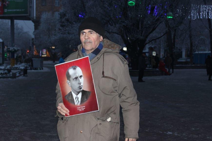 В Запорожье факельным шествием отметили День рождения Бандеры, - ФОТОРЕПОРТАЖ, фото-3