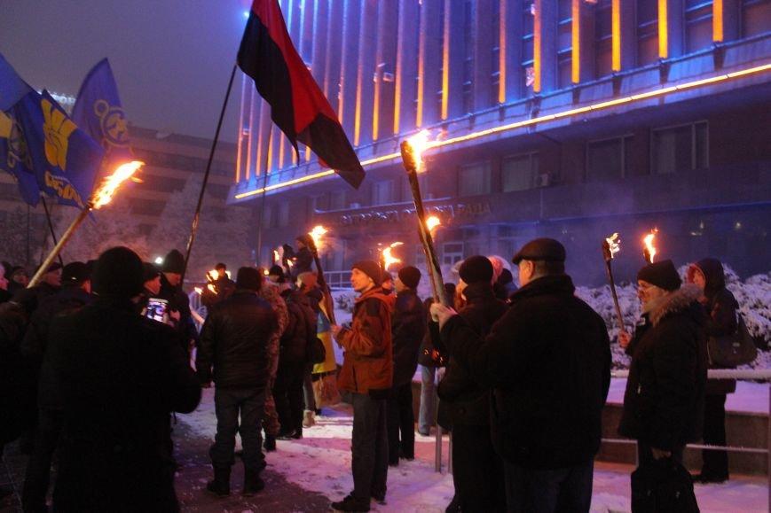 В Запорожье факельным шествием отметили День рождения Бандеры, - ФОТОРЕПОРТАЖ, фото-21