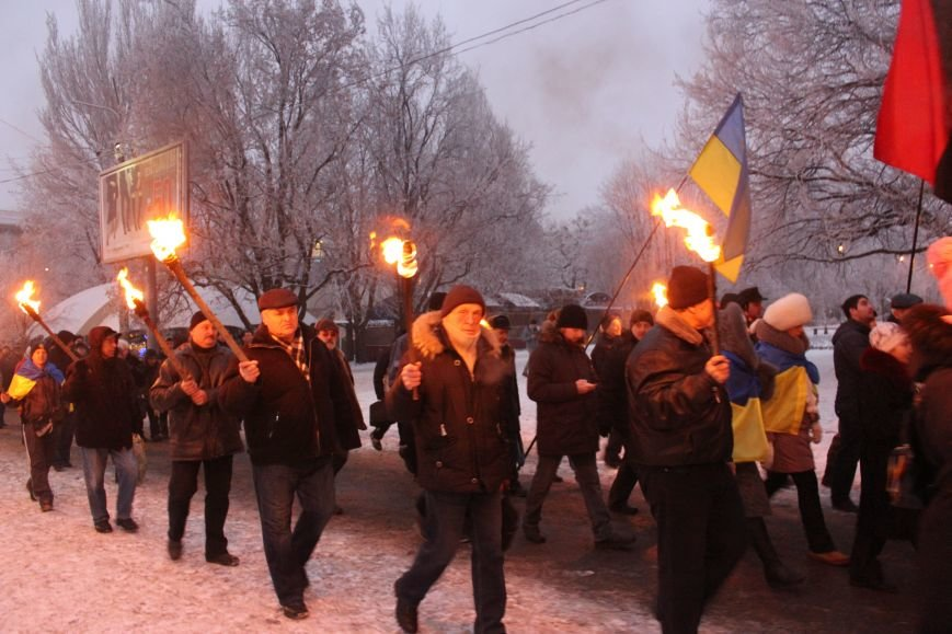 В Запорожье факельным шествием отметили День рождения Бандеры, - ФОТОРЕПОРТАЖ, фото-15