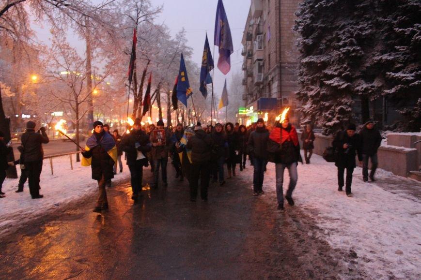 В Запорожье факельным шествием отметили День рождения Бандеры, - ФОТОРЕПОРТАЖ, фото-18