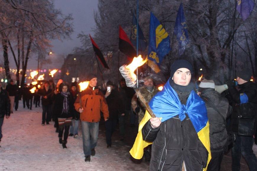 В Запорожье факельным шествием отметили День рождения Бандеры, - ФОТОРЕПОРТАЖ, фото-17