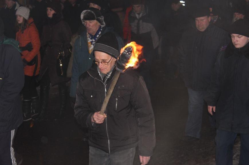 В Запорожье факельным шествием отметили День рождения Бандеры, - ФОТОРЕПОРТАЖ, фото-19
