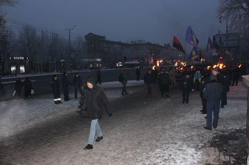 В Запорожье факельным шествием отметили День рождения Бандеры, - ФОТОРЕПОРТАЖ, фото-13