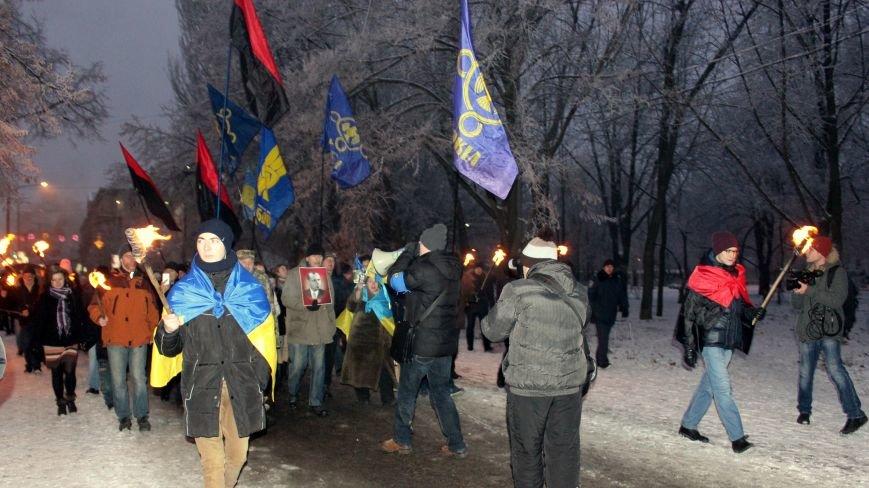 В Запорожье факельным шествием отметили День рождения Бандеры, - ФОТОРЕПОРТАЖ, фото-16