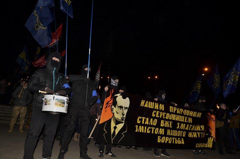 По Одессе прошли националисты с факелами в честь Бандеры (ФОТО), фото-1